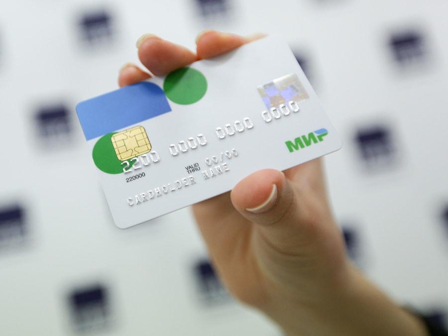 В каком банке можно оформить кредитную карту МИР?